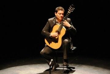 El guitarrista Francisco Bibriesca hoy en El Rosario y Mazatlán