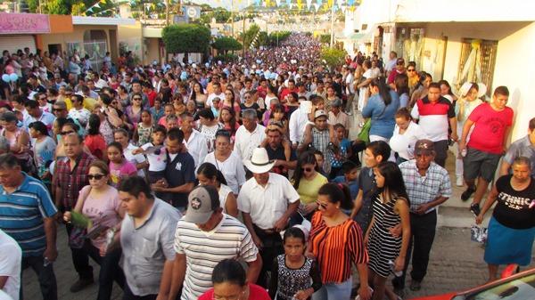 Impactante la belleza de la santísima Virgen del Rosario en sus festividades 2016