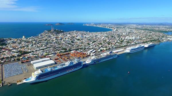 Cuatro Cruceros en Mazatlán