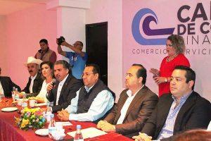 Reconocimiento Organismos Empresariales Fernando Pucheta Alcalde de Mazatlán 2017 Omar Osuna Osuna