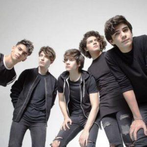 cd9 Boy Band